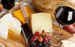 С чем едят сыр Пармезан: советы по подаче на стол