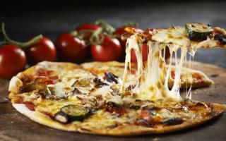 Какой лучше выбрать сыр для пиццы, чтобы тянулся?