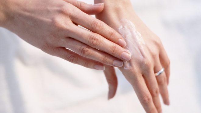 Как наносить крем на руки