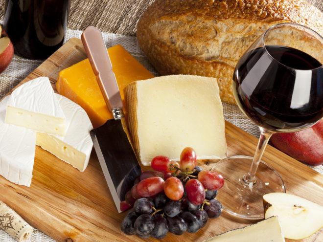 сыр и фрукты