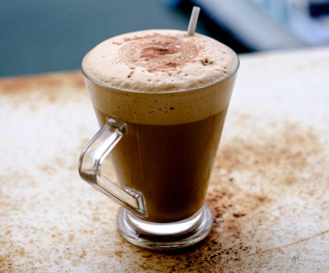 Кофе в прозрачной чашке