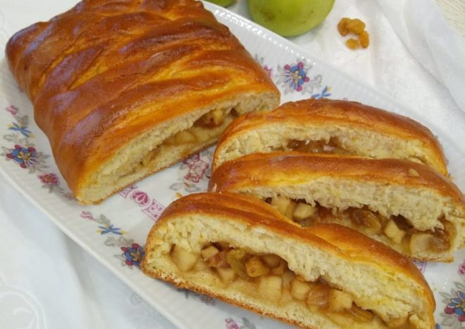 пирожки с яблоками и изюмом