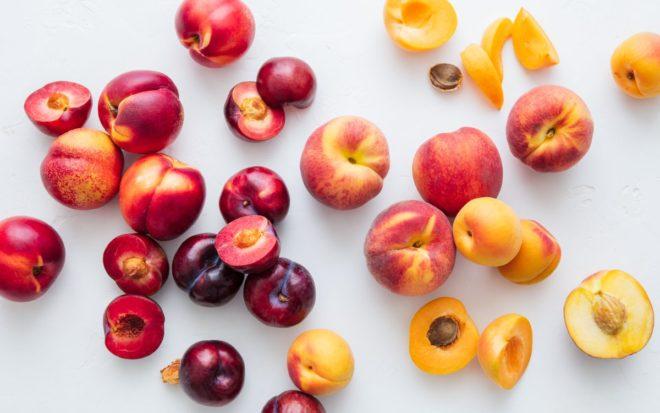 сливы и персики